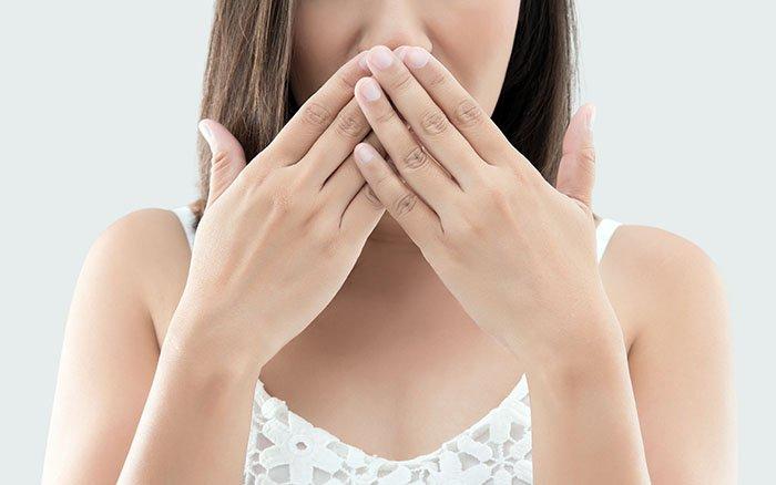 Kann Zahnstein Mundgeruch verursachen? Woher kommt der Geruch?