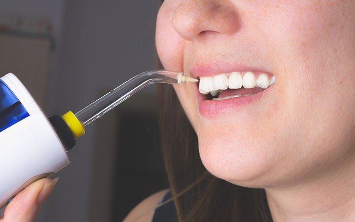 Munddusche gegen Zahnstein: Die ideale Vorbeugung