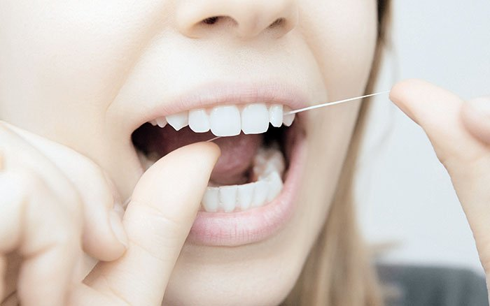 Zahnzwischenräume zu eng für Zahnseide: Was hilft?