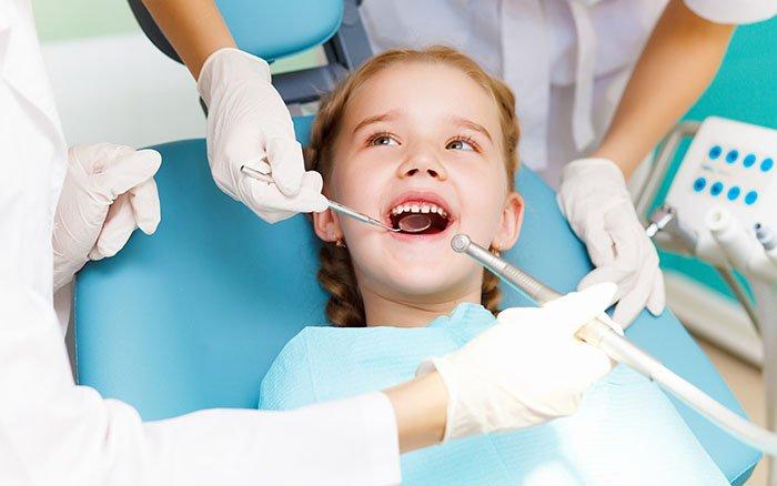 Zahnstein bei Kindern: Alle wichtigen Infos über Entfernung und Vorbeugung